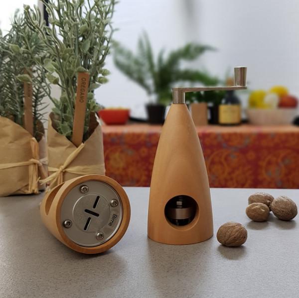 "Muskatmühle ""Gewürze der Welt"" 11 cm handgedrechselt"