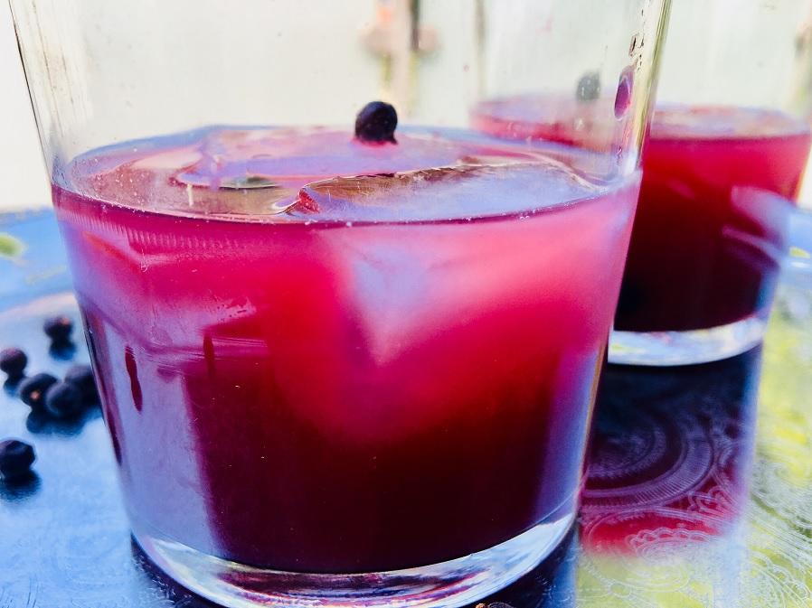 Gin Cocktail mit Johannis und Wacholder | Getränke | Rezepte ...